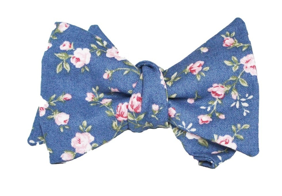 fliege-blau-rosen