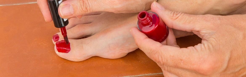 Nagellack Flecken von Fliesen entfernen