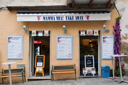 Cinque Terre, Mama Mia pizza takeaway storefront