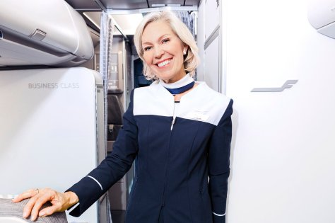 Finnair A320 cabin attendant 01 Low