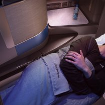 ual_b777_press_s11_asleep_200516