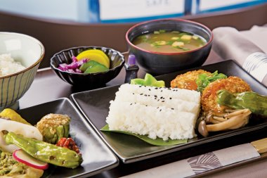 2J9A5237 Rae Huo photo 9/16. Buyout.Hawaiian Airlines Lie Flat, Japanese Meal