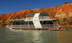 discounted Murray River houseboat