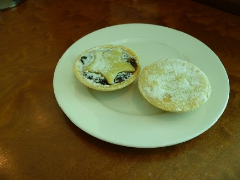 Mince Pies At The Emirates Lounge