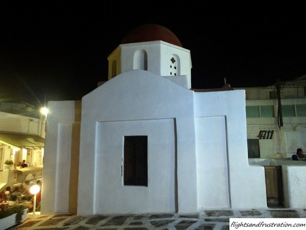 A little church in the heart of Mykonos Town