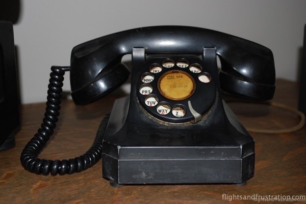 antiques telephone from pixabay