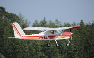 PH-ULN in de start voor een lesvlucht