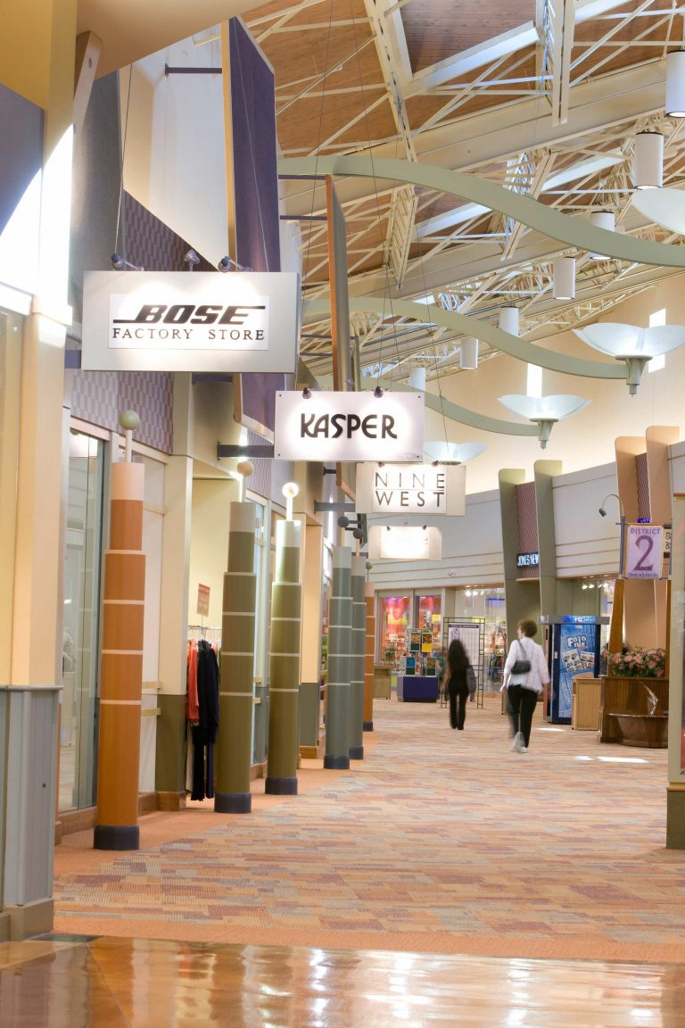 Lakes Mall Stores : lakes, stores, Great, Lakes, Crossing, Outlets, Flint, Genesee, Chamber, Commerce
