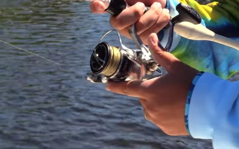 How does a spincast reel work