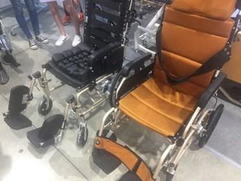 高背輪椅和輪椅坐墊