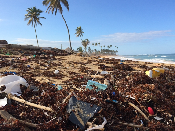 Garbage in paradise, travel climate friendlier