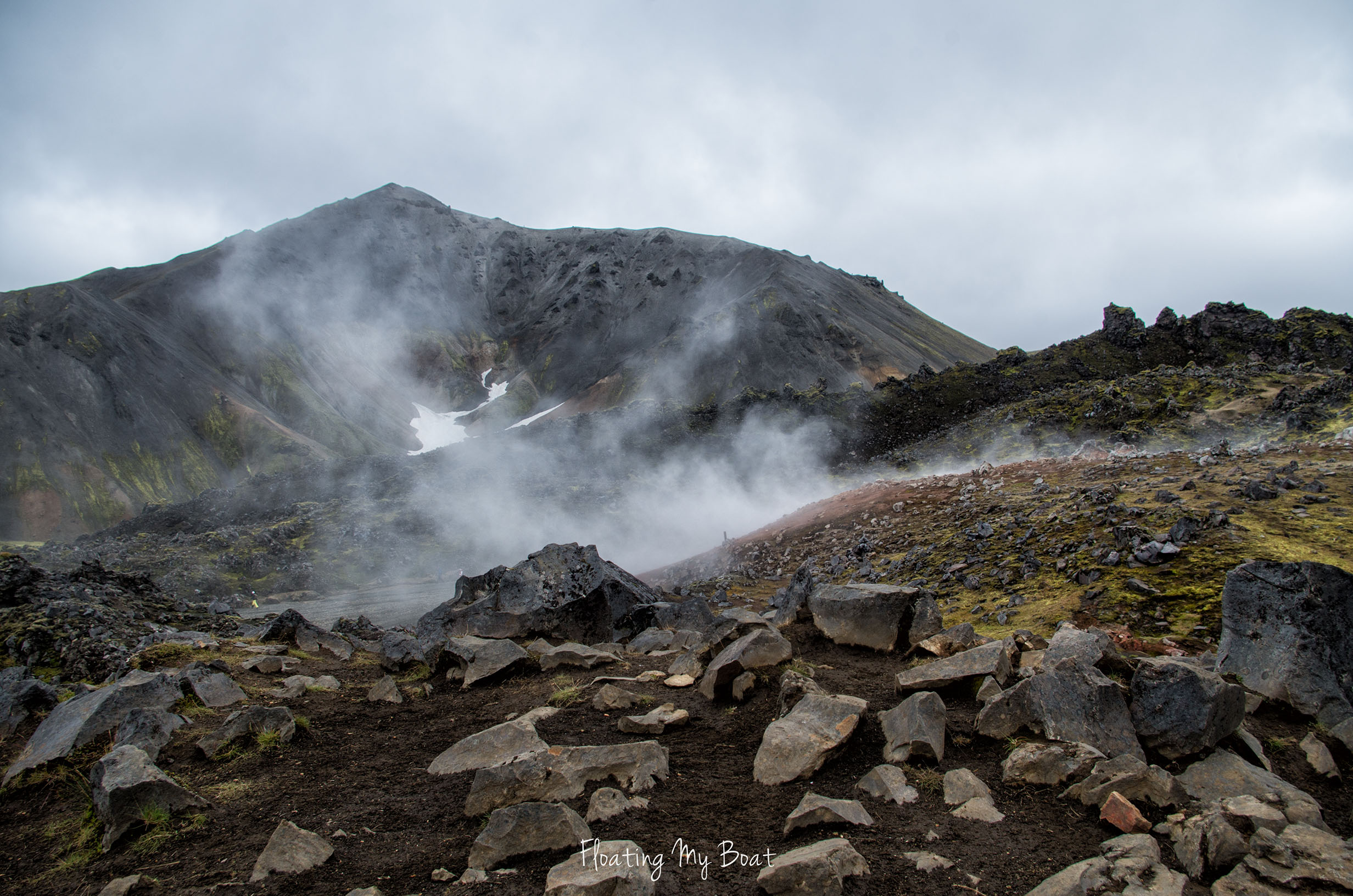 hiking-around-landmannalaugar-iceland-geothermal-springs