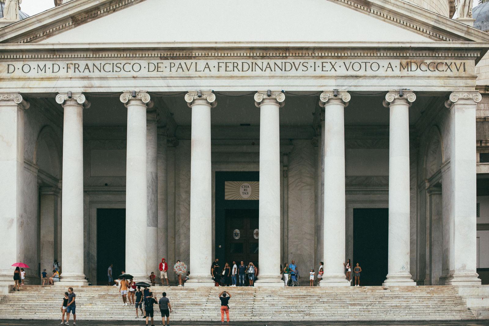 co-zobaczyć-w-neapolu-Basilica-Reale-Pontificia-san-Franceso-da-Paola-neapol-atrakcje