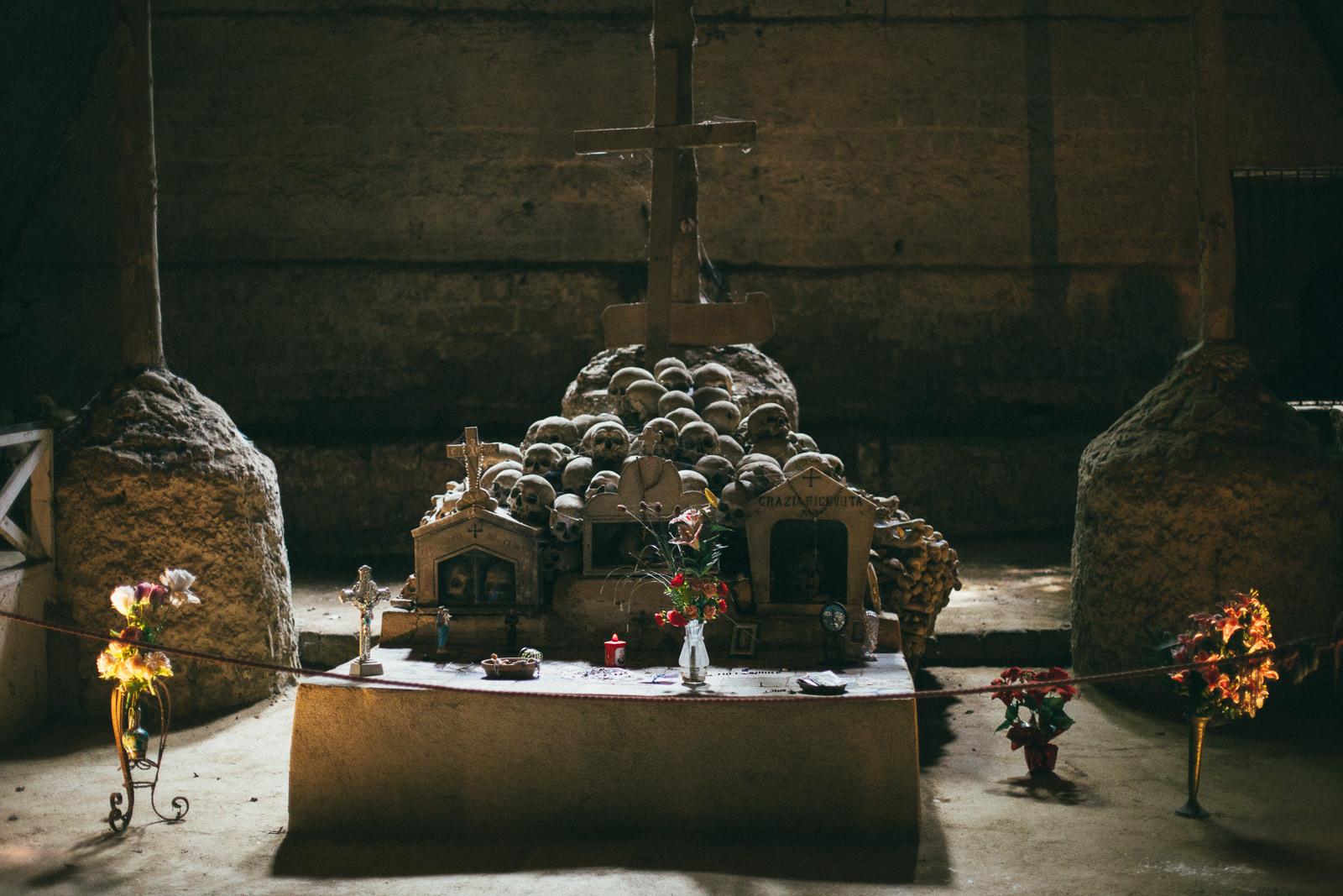 Cimiterio-delle-Fontanelle-atrakcje-neapolu