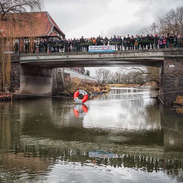 Protest gegen den Verkauf der Jeetzel in Hitzacker