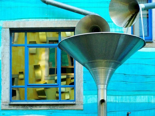 Musical-Rain-Gutter-Funnel-Wall-in-Dresden-Germany-8