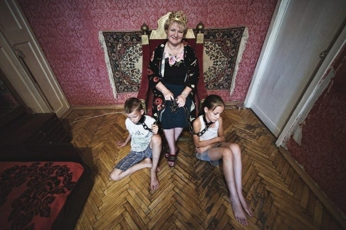 anna-radchenko-the-other-side-of-mothers-love-6