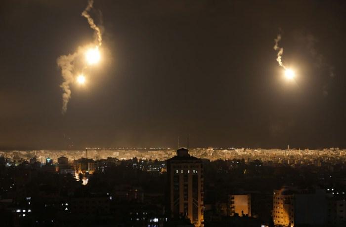 以色列的照明彈照亮