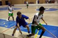 Alberto luchando la bola en el campeonato de España sub16 contra UH Lena