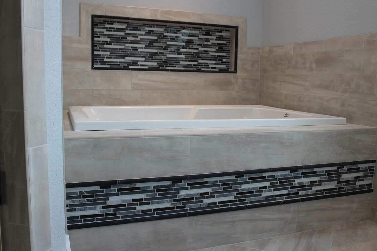 using glass tile as an accent the