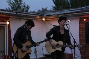 Norman  Und Nils bei uns im Garten 5.07.13 406