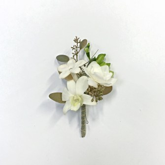 3 white flowers boutonniere