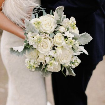 Muted white and gray wintery bouquet