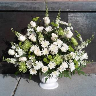 Extra large premium arrangement in urn