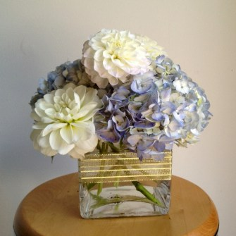 simple white & blue centerpiece