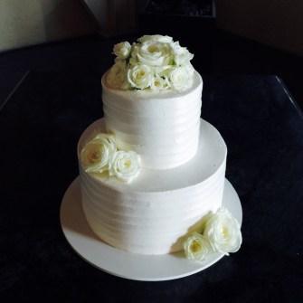 white flowers on white cake
