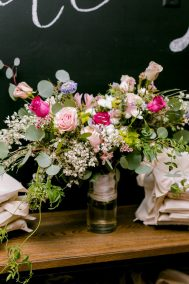 swag table bouquet close up
