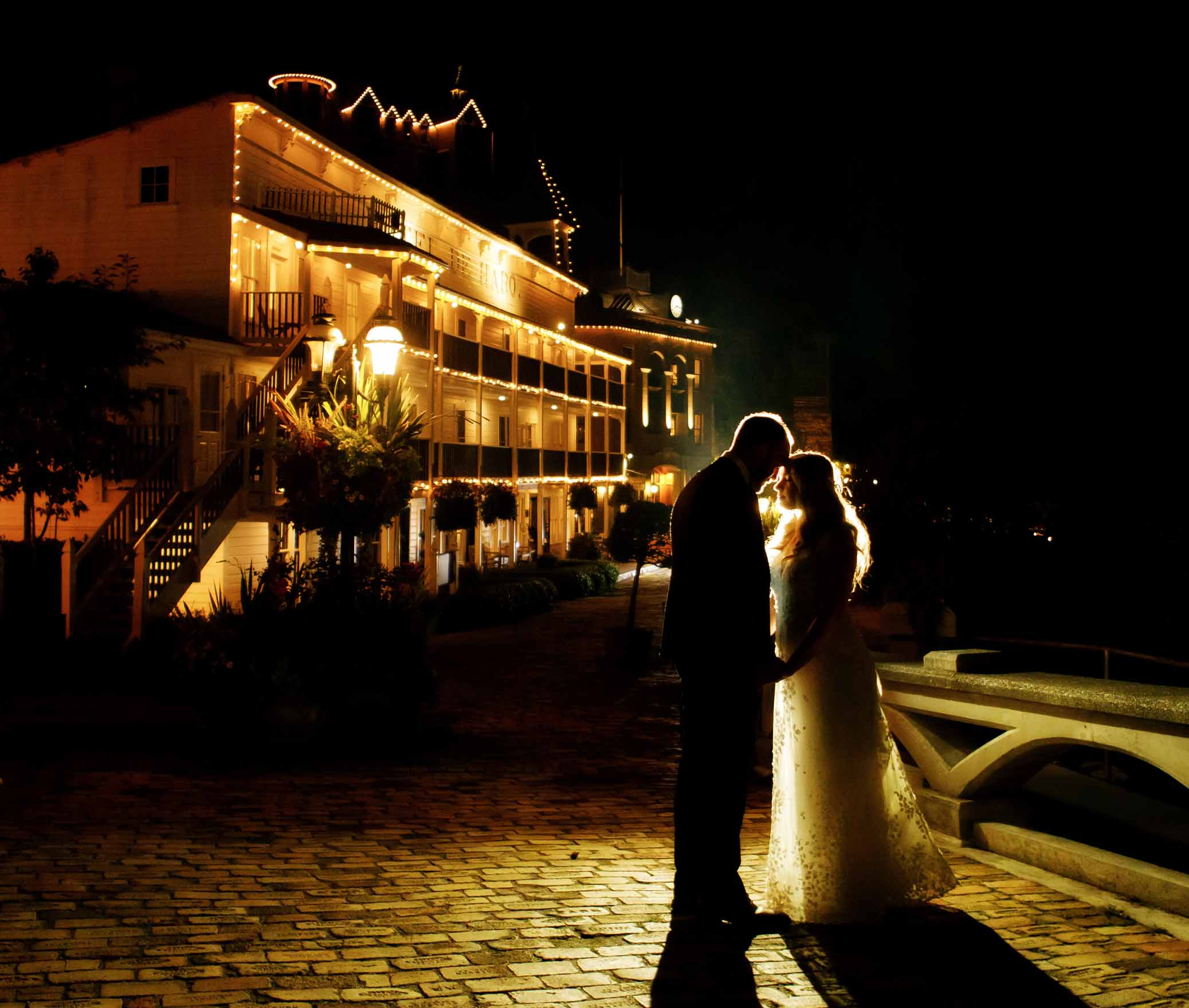Bride and groom at night with pretty back lighting