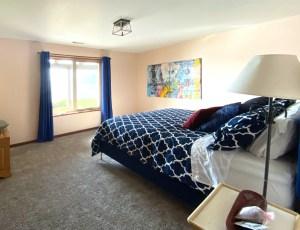 Floras Lake Getaway Blue Bedroom - Vacation Rental