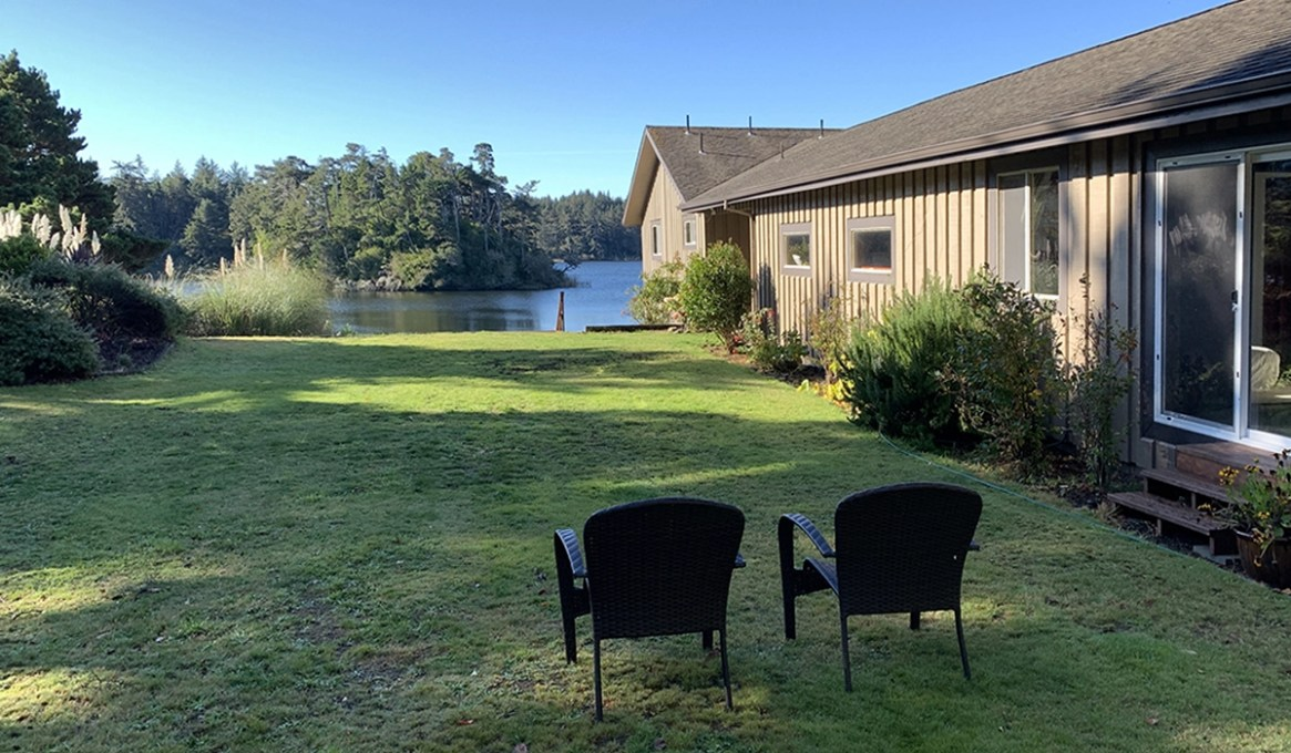 Redwood Guesthouse at the Floras Lake Getaway