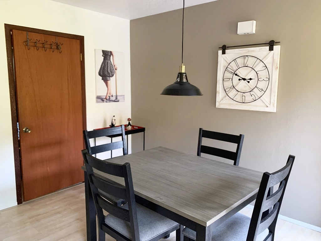 Stylish Dining table for 4 in the redwood guesthouse