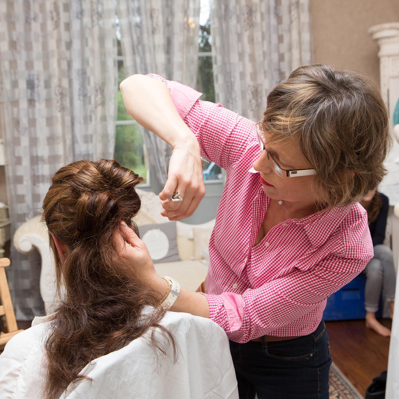 florence coiffure entrain de coiffer