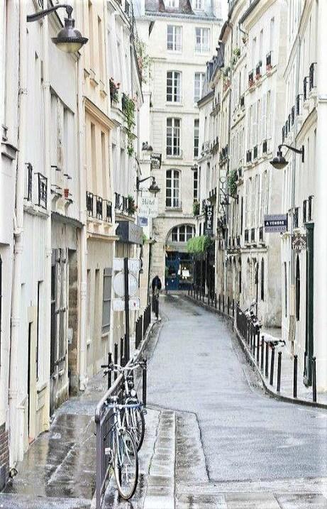 Rue Git le Coeur, Paris France