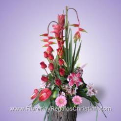 E21 - Arreglo con rosas y flores exóticas