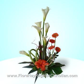 Arreglo floral de alcatraces y gerberas E12