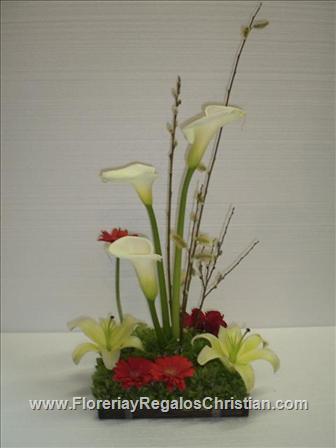 Arreglo floral de alcatraz, rosas y concador - E26