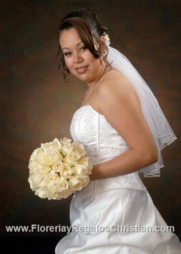 Ramo de Novia, arreglo floral para bodas, elaborado con Rosas Blancas.