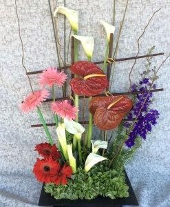 NU3 - Arreglo de flores de alcatraz, naturista y gerberas. Envío en Tijuana.