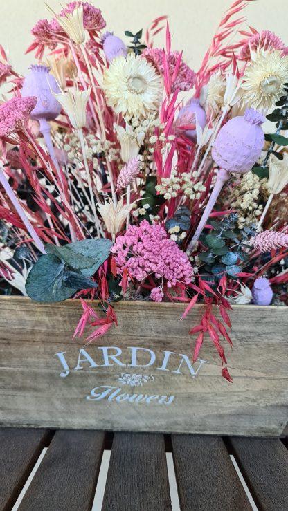 centro con flores preservadas y secas