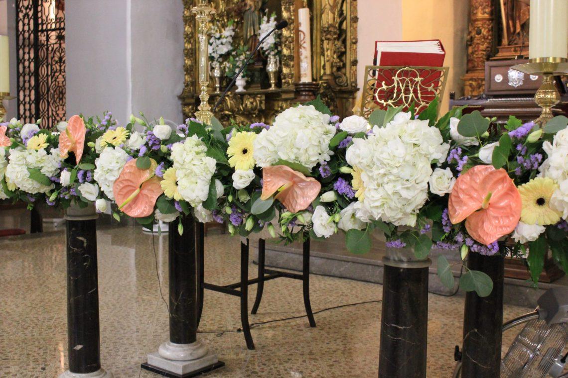 Decoracion ceremonia religiosa flores del patio (3)