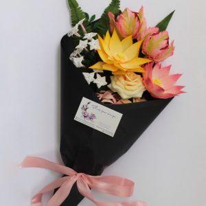 conjunto floral en papel crepe
