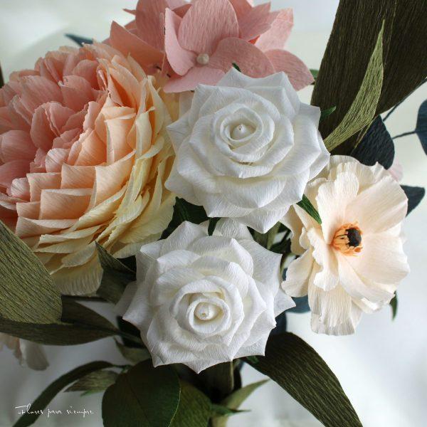 rosas blancas de papel