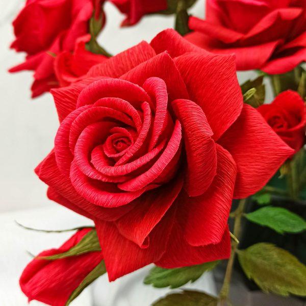 rosa realista de papel crepé, ramo rosas de papel crepé, flores para siempre