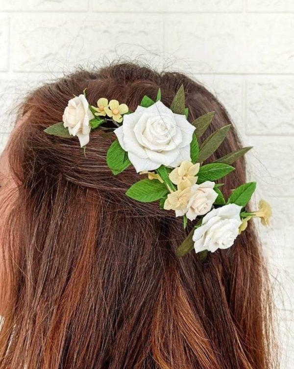 tocado con rosas blancas, flores para siempre, flores de papel crepe, ramos de papel, ramos de novia de papel