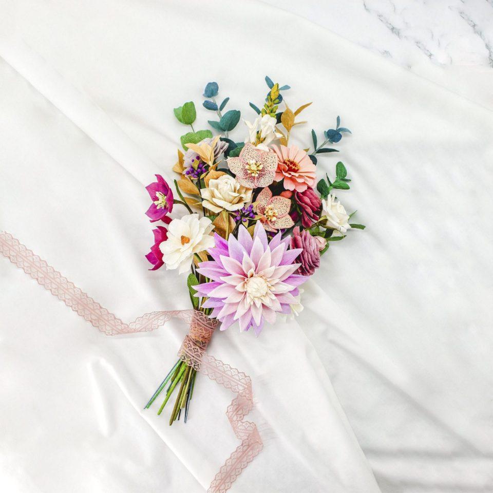 Ramo de flores de papel crepé, arreglo floral de papel, regalo de primer aniversario de papel, centro de flores de papel crepé
