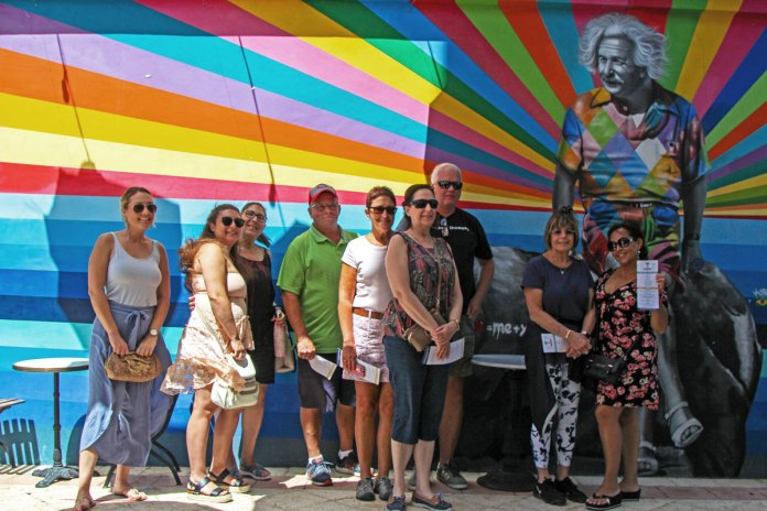 Downtown-West-Palm-Beach-Food-Tour-Group-Photo-Kobra-Mural